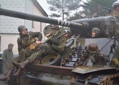 Passionnée d'airsoft avec le char